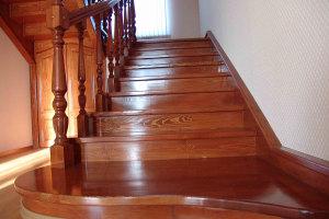 Лестница из сосны на 2 этаж